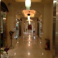 Photo taken at Hotel The Manhattan by Nnkoji on 1/19/2013