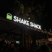 Photo taken at Shake Shack by Nnkoji on 12/4/2015