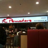 Photo taken at Pizzeria Il Pomodoro by Katy M. on 11/20/2012