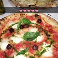 Снимок сделан в Pizzeria Regina Margherita пользователем A F. 9/20/2016
