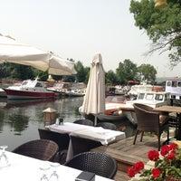 5/30/2013 tarihinde Sinem Ç.ziyaretçi tarafından Göksu Marine Restaurant'de çekilen fotoğraf