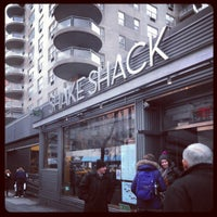 1/2/2013 tarihinde Yuta T.ziyaretçi tarafından Shake Shack'de çekilen fotoğraf
