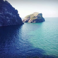 Photo taken at Hoynat Adası by HürreM I. on 6/28/2013