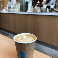 Foto tirada no(a) Blue Bottle Coffee por Karen D. em 5/21/2018
