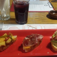 Photo prise au El Tapeo par Alejandro P. le3/20/2017