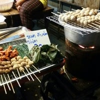 Photo taken at ตลาดแลง บ้านติ้ว by Nattee น. on 11/19/2015