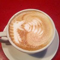 Foto scattata a Cafe Mox da Jason D. il 4/21/2013