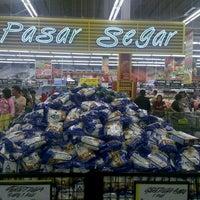 Photo taken at Giant Hypermarket by Bahtiar R. on 6/15/2013