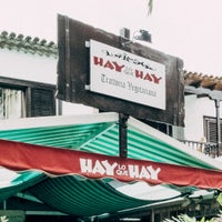Photo taken at Hay Lo Que Hay by Jörg M. on 10/13/2014