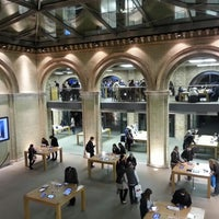Photo taken at Apple Covent Garden by SS on 1/30/2013