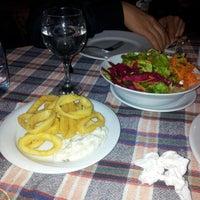 2/5/2013 tarihinde Fatma O.ziyaretçi tarafından Tirilye Balık Restorant'de çekilen fotoğraf