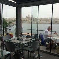Photo prise au The Terrace Restaurant par Dina U. le5/18/2013