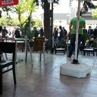 4/24/2013 tarihinde scorpioziyaretçi tarafından Göztepe Kahvesi'de çekilen fotoğraf