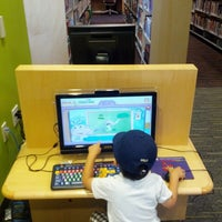 Photo taken at Downtown Library by Yusuke S. on 7/6/2013