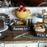 Foto tirada no(a) Honey Salt por David G. em 6/10/2014