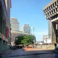Foto tomada en City Hall Plaza por Marcus J. el 7/19/2013