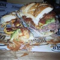 Foto tomada en New York Burger por Eduardo A. el 9/6/2014