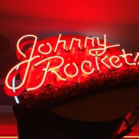 Photo taken at Johnny Rockets by David ⚡. on 7/4/2013