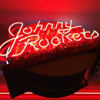 Photo taken at Johnny Rockets by David ⚡. on 7/12/2013
