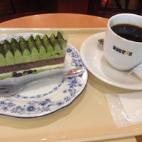 Photo taken at Doutor Coffee Shop by Akio T. on 4/8/2014