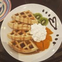 Das Foto wurde bei Berry Yummy Italian Yogurt von April Jane M. am 10/24/2015 aufgenommen