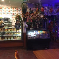 Photo taken at Uncle Benny's Donut & Bagel by Eric C. on 10/25/2017