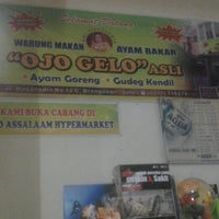Photo taken at Ayam Bakar Ojo Gelo by Marsha N. on 11/18/2012