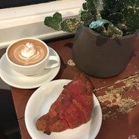 Foto tirada no(a) Ludlow Coffee Supply por Peggy L. em 1/26/2018