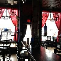 รูปภาพถ่ายที่ Hamburger Mary's / Andersonville Brewing โดย Alex M. เมื่อ 7/6/2013