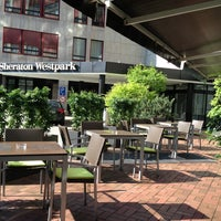 Das Foto wurde bei Sheraton Munich Westpark Hotel von عبدالله ا. am 5/15/2013 aufgenommen