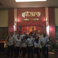 Foto tirada no(a) Sitara Indian Cuisine Restaurant por Karan B. em 10/7/2015