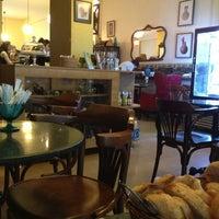 4/8/2013 tarihinde Ayşe Gülay H.ziyaretçi tarafından Cafe&Shop'de çekilen fotoğraf