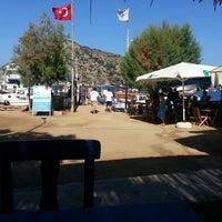 Photo taken at Gumusluk Koy Kahvesi by Tugce B. on 8/16/2014