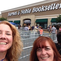 Photo taken at Barnes & Noble by Laura M. on 9/27/2016