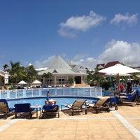 Photo taken at Luxury Bahia Principe Esmeralda Don Pablo Collection by Ildalicia U. on 7/21/2013