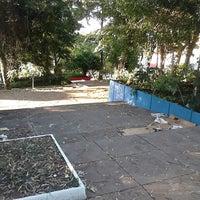 Das Foto wurde bei Praça Lions Clube Butantã von Rogério L. am 2/8/2014 aufgenommen