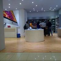 11/11/2013にarchangela m.がEMAX Apple Storeで撮った写真