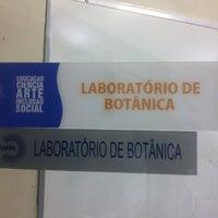 Photo taken at Laboratório de Botânica - UFPI by Mateus A. on 2/12/2014