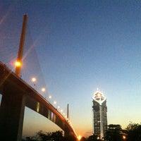 Das Foto wurde bei Chaaloem Phrakiat Park von Sk L. am 12/19/2012 aufgenommen