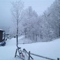 Foto tomada en Bolton Valley Main Base Lodge por Joanna K. el 12/31/2012