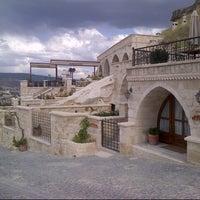 Photo taken at Kayakapi Premium Caves - Cappadocia by Gökçe T. on 6/5/2013
