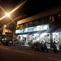 Photo taken at Restoran Razz Maju by Ammat Grimlock on 11/26/2013