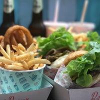 Das Foto wurde bei Betty's Burgers von Jeff V. am 4/25/2017 aufgenommen