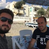 Photo taken at Pınar Cafe & Beach &Nargile by Ysn T. on 7/8/2018