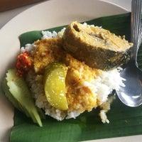 Photo taken at Kedai Kak La Nasi Berlauk Sohor by Nik A. on 11/27/2017