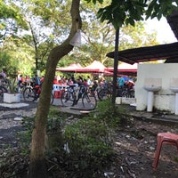 Photo taken at Kompleks Makan Tanglin by Nik A. on 8/6/2017