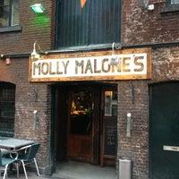 Das Foto wurde bei Molly Malone's Irish Pub von Dennis S. am 4/15/2013 aufgenommen