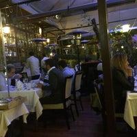 Foto tirada no(a) Trilye Restaurant por Aykut G. em 4/28/2014