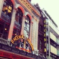 Foto tirada no(a) Phoenix Theatre por Matt R. em 5/20/2013