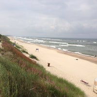 Photo taken at Nidos centrinis pliazas/ Nida Beach by Ваня И. on 7/15/2013